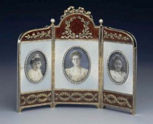 Triptych frame with miniatures of Maria Gerogievna and her two daughters, Princess Xenia and Princess Nina